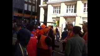 os gringos da Holanda estavam com muito calor e os Brasileiros tremendo de frio