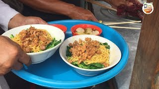Download Video INI RAHASIA !!! MIE AYAM YAMIN GORENG CAMPUR PANGSIT REBUS | DEPOK STREET FOOD #BikinNgiler MP3 3GP MP4