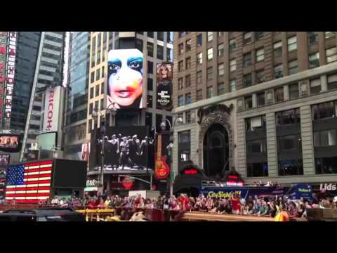 Lady Gaga Applause Premiere At Times Square