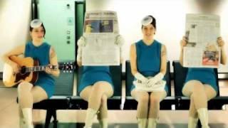 The Stewardesses – Türlich, Türlich (Das Bo)