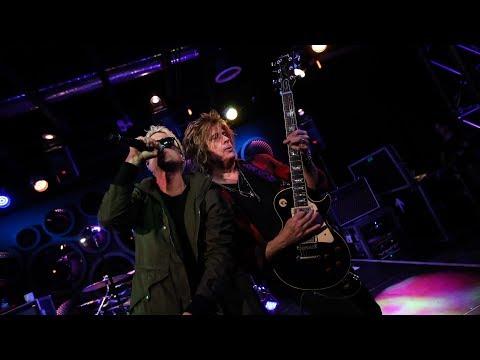 """STONE TEMPLE PILOTS - """"Plush"""" Live at KROQ"""