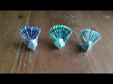 Origami burung merak dari uang kertas