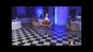 """Улетная """"Калинка"""" младшей сестры на свадьбе"""