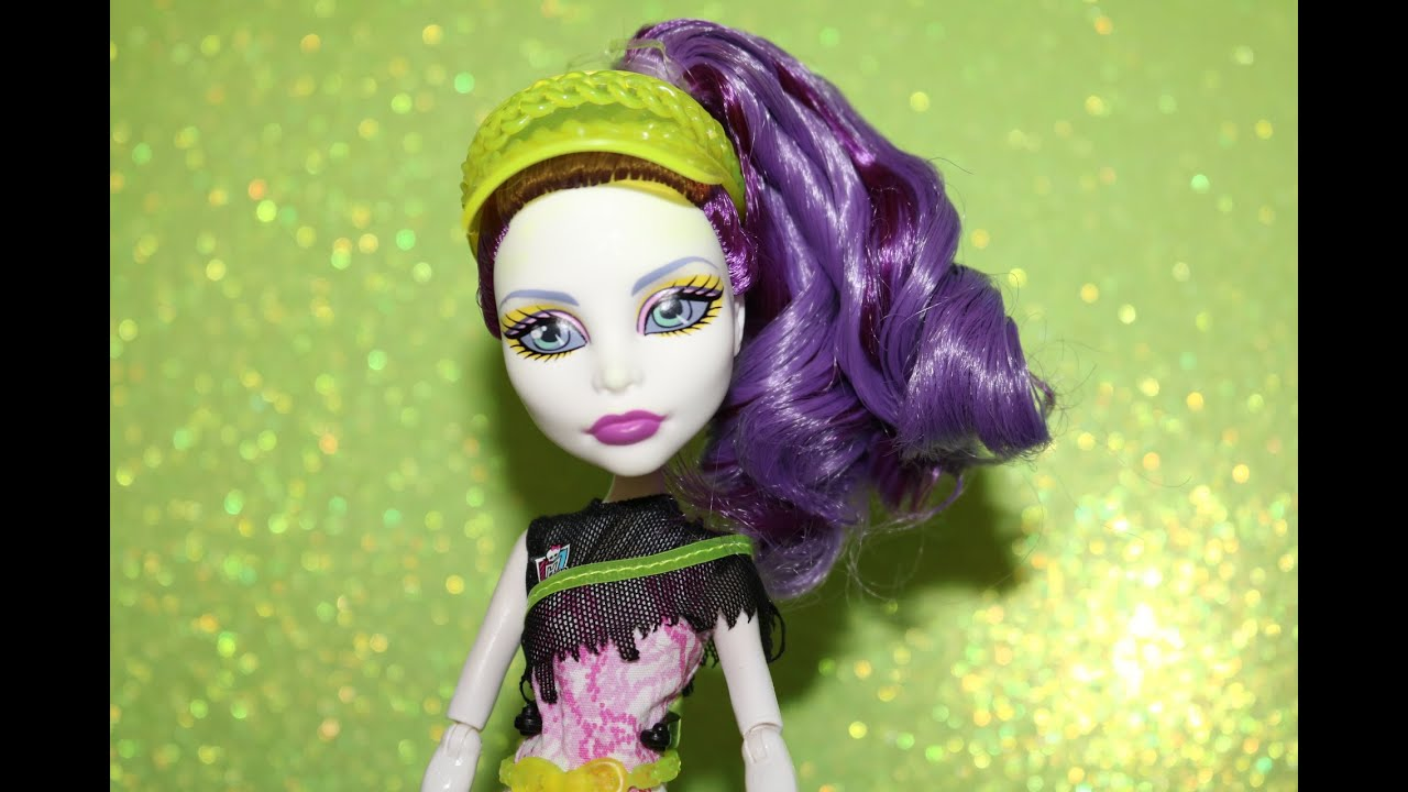Búp bê có khớp Monster High Spectra Vondergeist thời trang thể thao | Monster High Doll Review