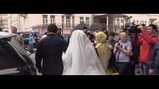 Нажуд Гучигов и Луиза Гойлабиева зарегистрировали брак в ЗАГСе(http://lifenews.ru/news/154022 В городском дворце бракосочетания города Грозного состоялась официальная свадебной..., 2015-05-16T14:11:54.000Z)