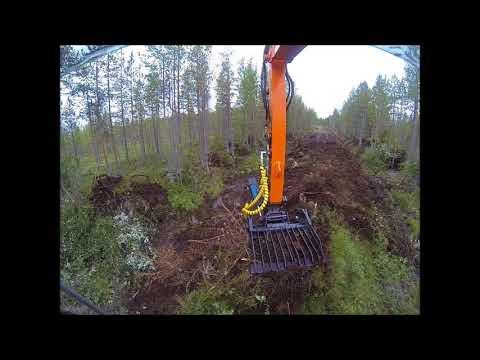 Metsätie pohjan raivausta..  Hitachi 85 zx