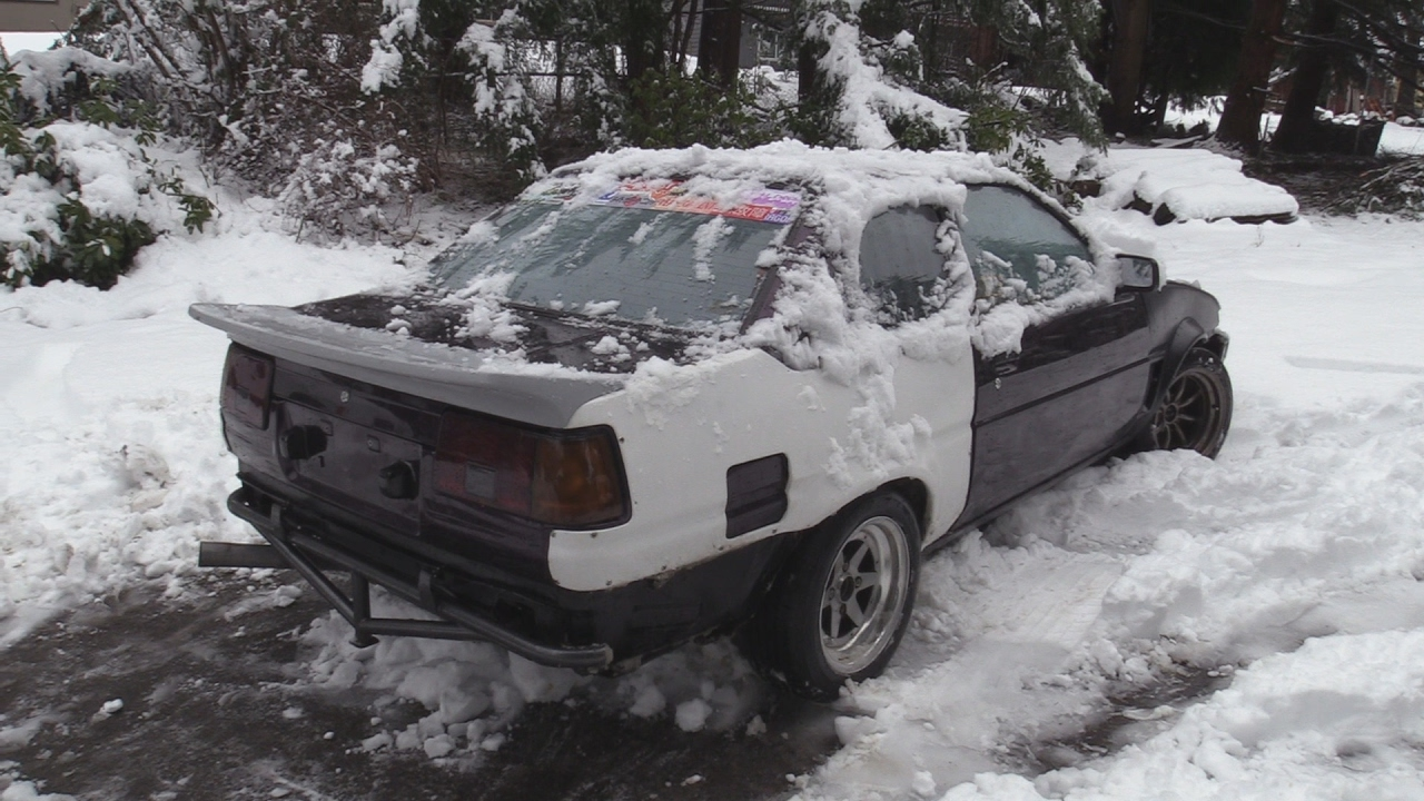 straight piped ae86 screaming in the snow stuck youtube. Black Bedroom Furniture Sets. Home Design Ideas