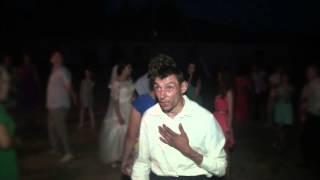 Бухой чувак поёт на свадьбе