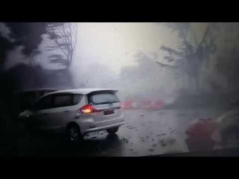 Badai Angin Topan di Surabaya dan Sidoarjo