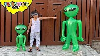 Skyheart vs. GREEN ALIENS Part 3 !! invasion of ufo toys balloon kids pretend play