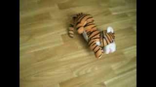 игрушка тигр(крутится и смеется очень весело., 2014-03-01T16:28:32.000Z)