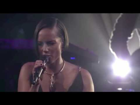 Download ▶ Alicia Keys - A Woman's Worth (Live at iTunes Festival 2012)