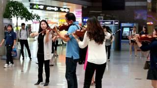 120906_네오필하모닉오케스트라_김해공항_플래시몹