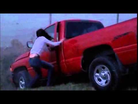 Smallville - Clark saves Lana during tornado storm