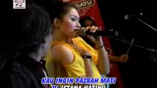 Video Ratna Antika feat Sodiq - Antara Senyum Dan Perang (Official Music Video) download MP3, 3GP, MP4, WEBM, AVI, FLV Desember 2017