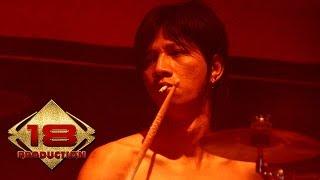 Ungu - Demi Waktu  (Live Konser Bontang Kaltim 12 Juli 2006)