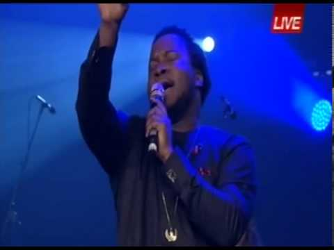 Sonnie Badu leads 45,000 Redeemers in Hymns at Festival of Life 2013.