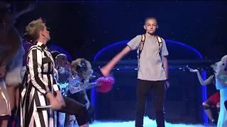Кэти Перри и мальчик с рюкзаком