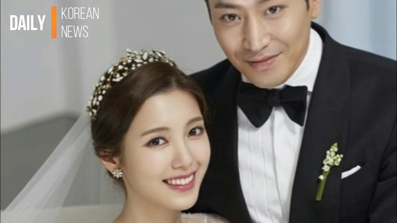 Shinhwa's Eric and actress Na Hye Mi reveal lovely wedding ...Eric Mun Scandal
