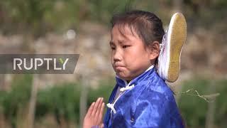 Cô bé 9 tuổi trổ tài kungfu điêu luyện như võ sư