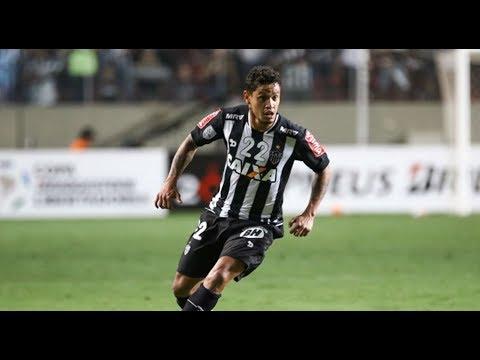 Vitória contrata meia Carlos Eduardo