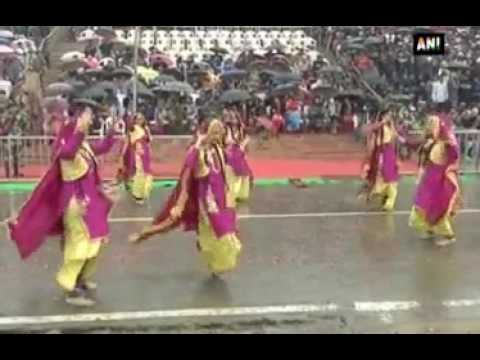 Republic Day: Despite heavy rain, massive crowd gathers to witness Beating Retreat ceremony
