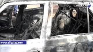 بالفيديو والصور.. خبراء الأدلة الجنائية بالبحيرة يعاينون سيارة متفحمة لمعرفة سبب الحريق