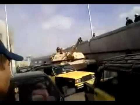 Egyptian tank ran over a taxi  دبابة مصرية دهست تكسي بالاسكندرية