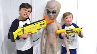 Nerf Battle Aliens vs Fortnite Blasters