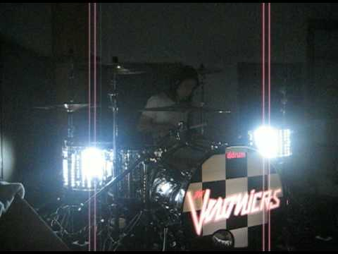 Vik Foxx***ddrum led test drive 09' ***The Veronicas