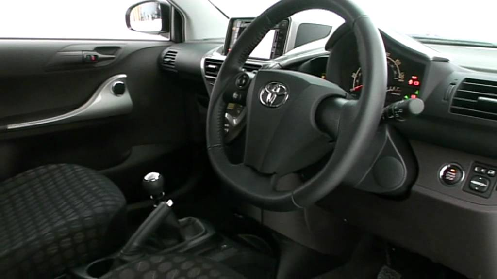 Toyota iQ review - What Car? - YouTube