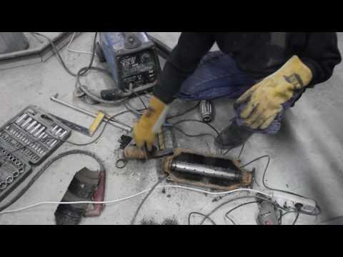 Удаляем катализатор и устанавливаем пламягаситель. Remove Catalytic Converter