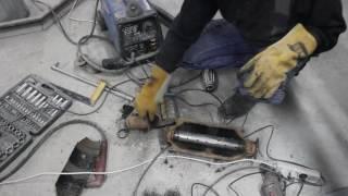 Видаляємо каталізатор і встановлюємо полум'ягасника. Remove catalytic converter