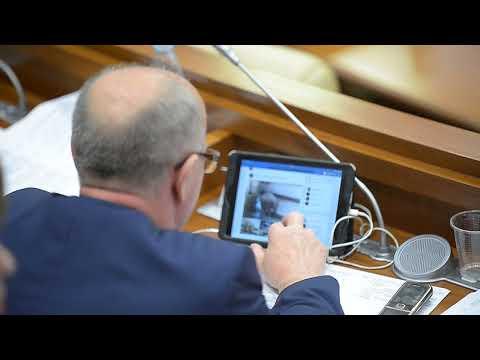 Deputatul Mîndru Victor, la ședința Parlamentului