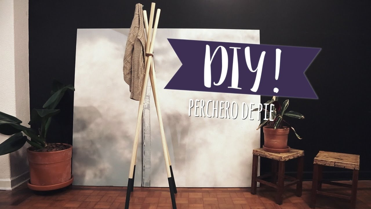 Bricolaje f cil c mo hacer un perchero de pie moderno diy westwing youtube - Perchero de pared original ...