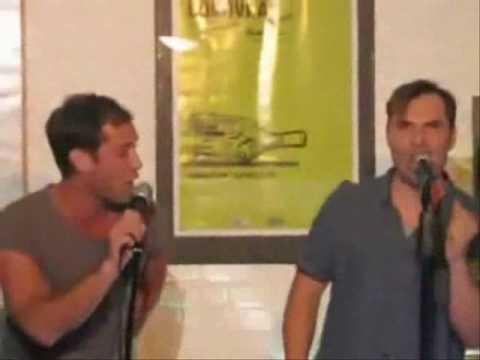 Jude Law does Karaoke