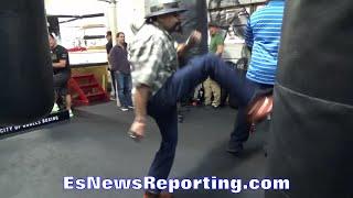 Ruben Guerrero DOES Rocky PUSH UPS; SHOWS OFF PACHUCO KICK - EsNews Boxing