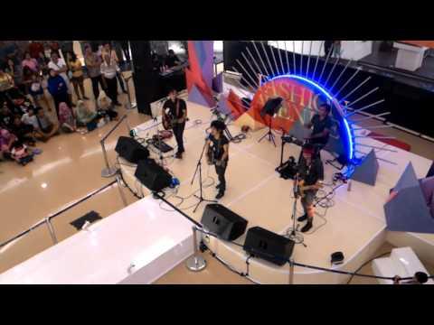 She's Gone - Nouvalz Band (Cover) @ Ciputra Mall - Cibubur