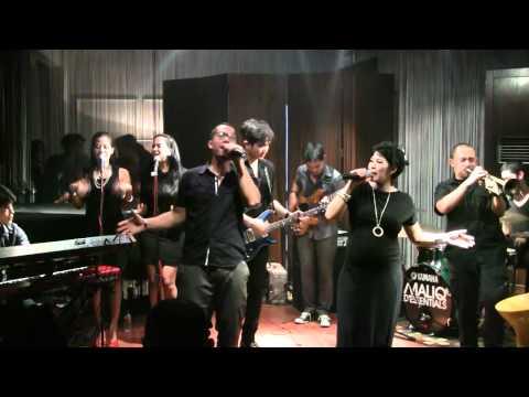 Maliq & D'essentials - Heaven @ Mostly Jazz 25/11/11 [HD]