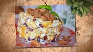 Салат с фасолью, сыром и сухариками