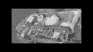 """Cívkový, elektronkový, magnetofon """"Pérák"""" vlastní výroby s bateriovým napájením z roku 1958."""