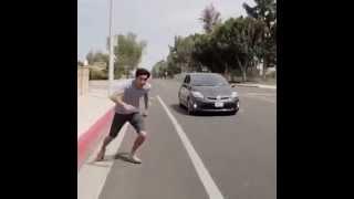 Запрыгнул на ходу в машину