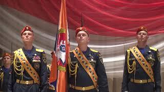 Торжественная церемония крепления полотнища Знамени