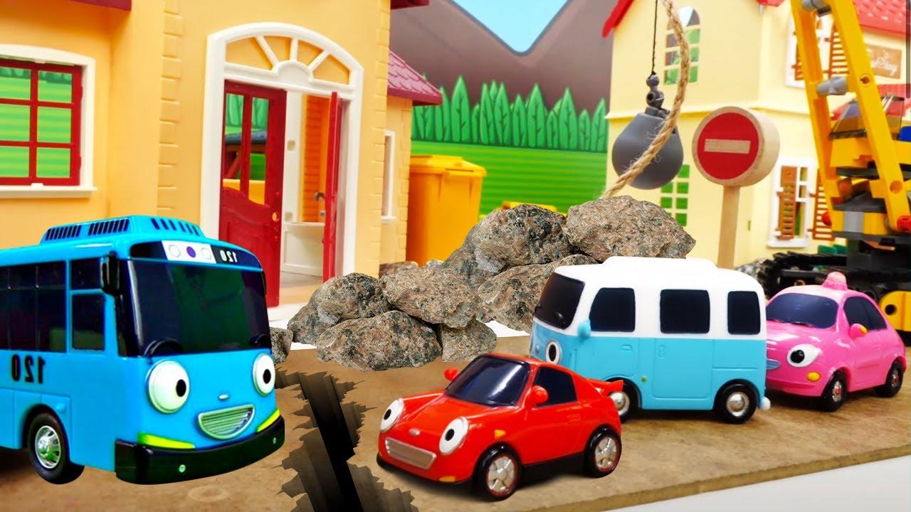 ¡Tayo gestiona el tráfico! Juguetes de Tayo el pequeño autobús en español. Vídeos para niños