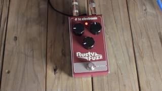 Ariel Garcia demos the Rusty Fuzz on bass