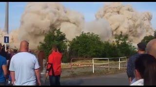 【衝撃】神回避!!爆破解体で破片が凄い速度で飛んできた瞬間 シエスパ 検索動画 10