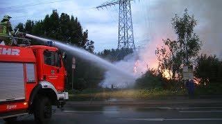 Feuerwehr Essen und Bottrop bei einem Großflächenbrand im Einsatz