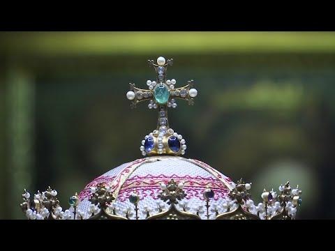 Vatican, Versace and Vogue join forces for Met's spring exhibit