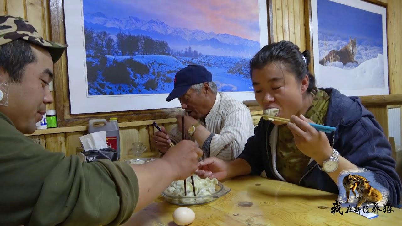 567 养狼人都不简单?新疆大爷厨房显身手给员工加餐,这待遇哪还有?