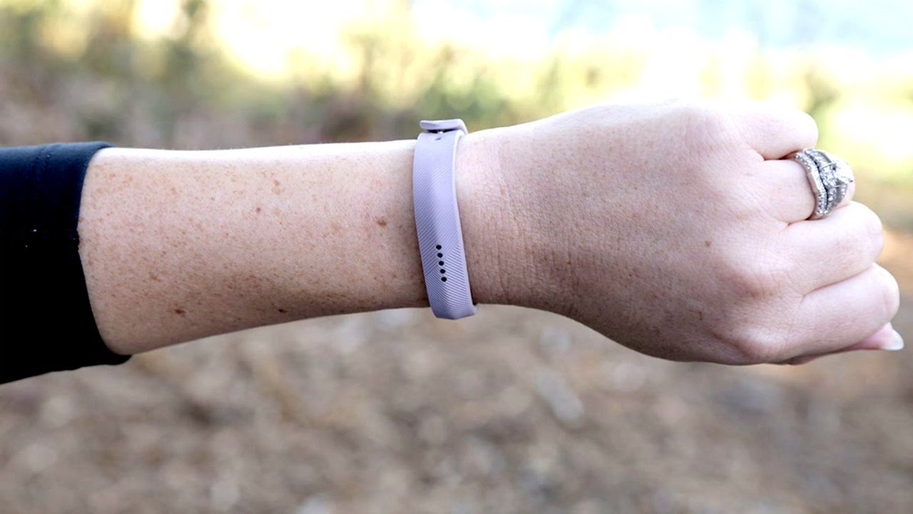 FitBit Flex 2 can go in the pool with you